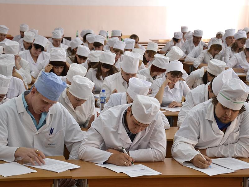 Где учиться на врача в москве